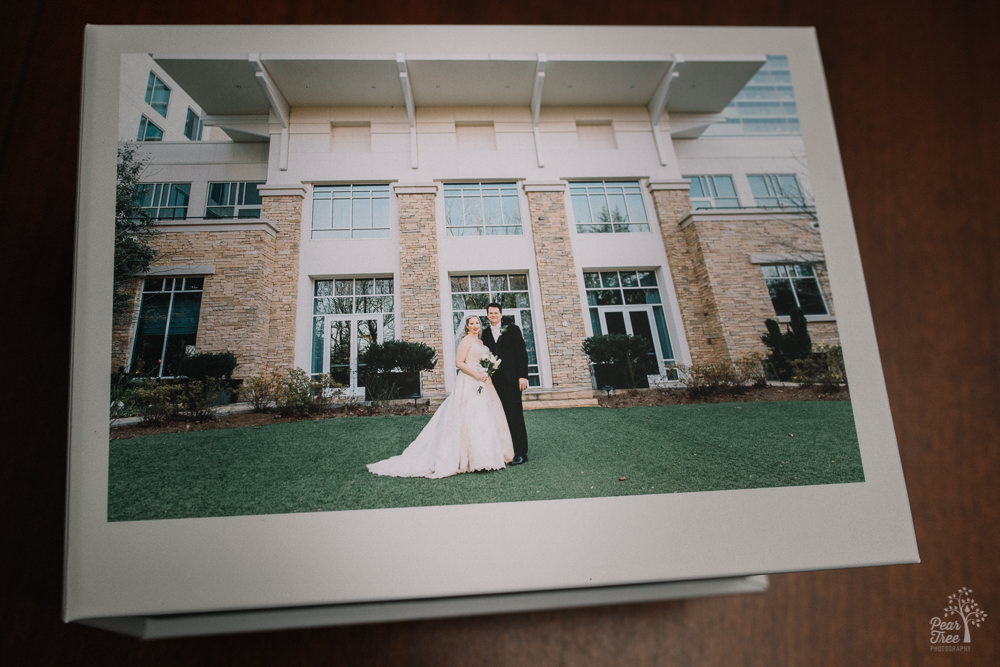 Bride and groom in front of Villa Christina on wedding image box